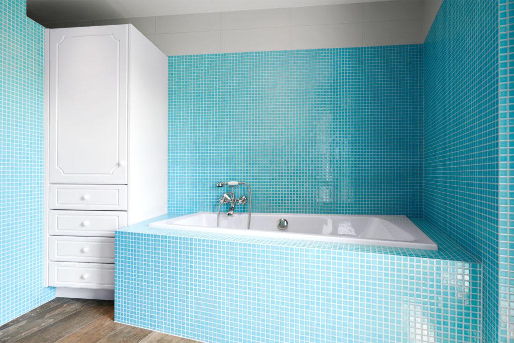 Bad mit t rkisem mosaik aus steingut kewabo senn - Bad mit mosaikfliesen ...